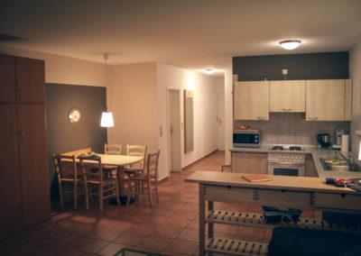 Ein Blick in Richtung Esstisch und Küche