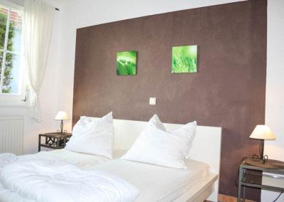 Das Schlafzimmer mit hochwertigen Möbeln