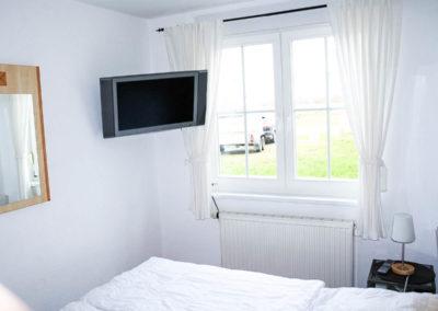 Schlafzimmer mit Flachbildschirm